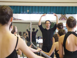 image of ballet dancers taking a master class